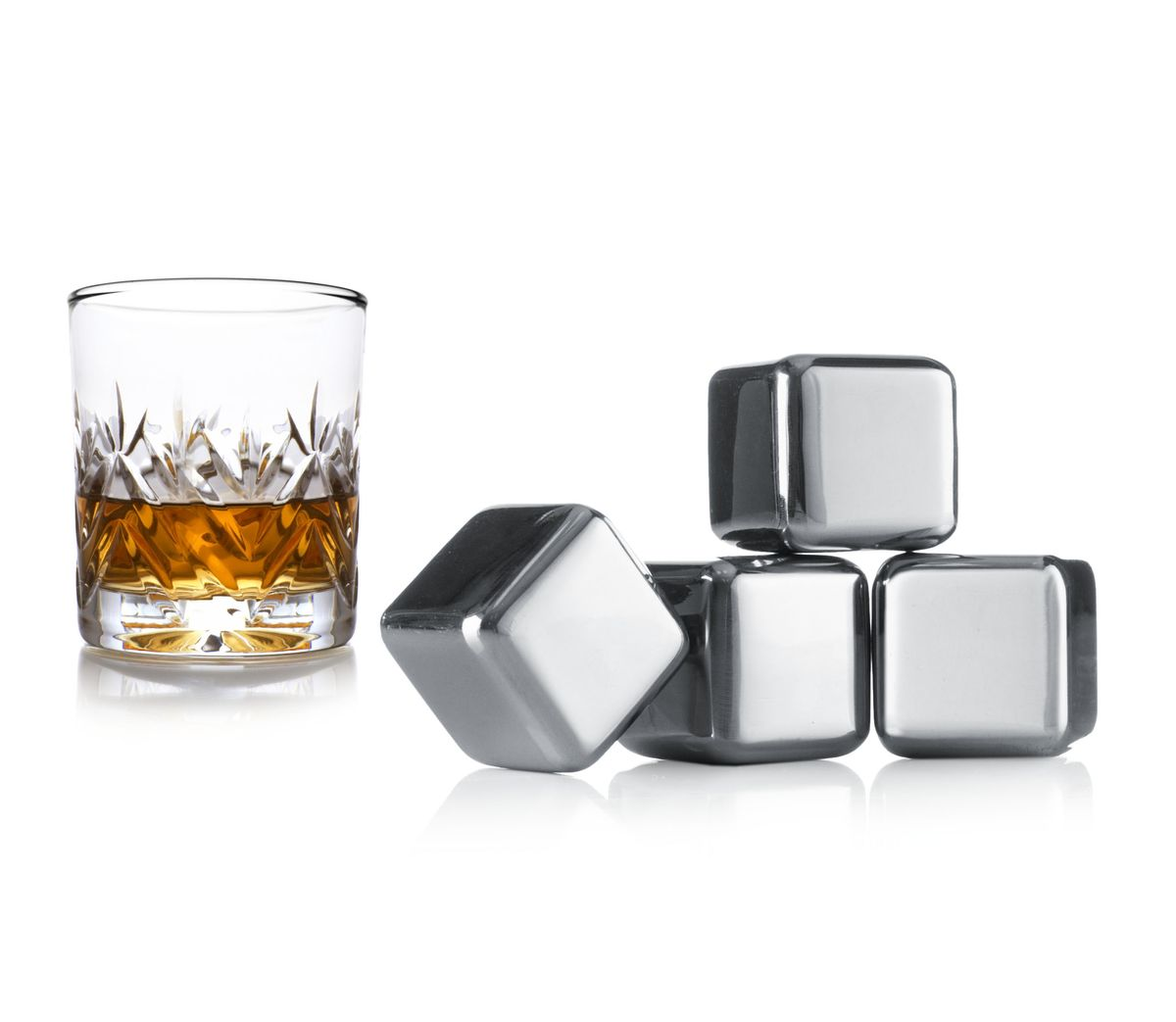 """Небольшие камни """"VacuVin"""" выдерживаются и используются вместо льда для охлаждения виски или других напитков. Они выполнены из металла. Безусловным преимуществом является то, что напиток не разбавляется традиционными кубиками льда. В наборе 4 камня.  Хранить в морозилке!"""