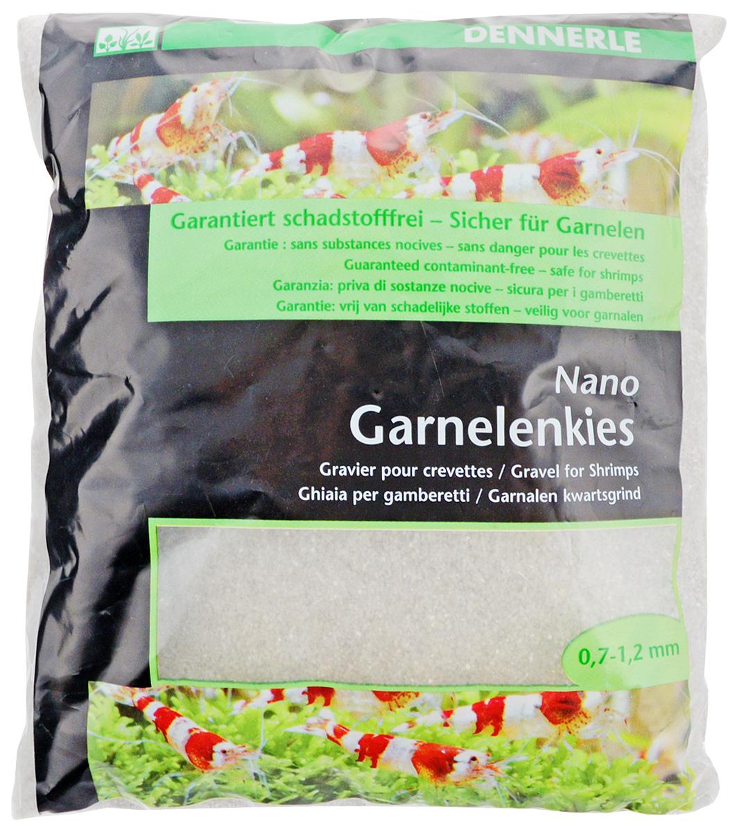 Грунт для аквариума Dennerle Nano Garnelenkies, натуральный, цвет: светло-серый, 0,7-1,2 мм, 2 кгDEN1743Натуральный грунт Dennerle Nano Garnelenkies предназначен специально для оформления небольших аквариумов. Изделие готово кприменению.Натуральный гравий имеет округлую форму зерна, поэтому он безопасен для донных рыб. Гравий является светостойким, он устойчив к CO2, нейтрален к воде. Грунт Dennerle порадует начинающих любителейприроды и самых придирчивых дизайнеров, стремящихсяк созданию нового, оригинального. Такая декорацияпридутся по вкусу и обитателям аквариумов итеррариумов, которые ещё больше приблизятся кприродной среде обитания.Фракция: 0,7-1,2 мм. Вес: 2 кг.