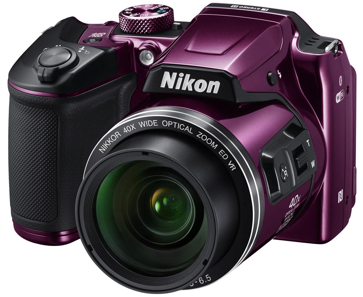 Nikon Coolpix B500, Purple цифровая фотокамераVNA952E1Цифровая фотокамера Nikon Coolpix B500 обеспечит легкость получения изображений самого высокого качества.Простота управления и гарантированное получение превосходных результатов позволяют полностью сосредоточиться на творчестве. Часто используемые функции легко доступны с помощью диска выбора режимов, а набор разнообразных функций позволяет без труда создавать впечатляющие видеоролики в формате Full HD (1080p/60i) и великолепные снимки, путешествуя или занимаясь любимым делом, например, созерцанием звездного неба или наблюдением за птицами. Высокоэффективная 16-мегапиксельная КМОП-матрица с обратной подсветкой дает возможность получать такие высококачественные изображения, о которых вы всегда мечтали. Кроме того, вы можете продолжать съемку, куда бы вы ни отправились, ведь фотокамера работает от батарей типоразмера АА, которые можно легко найти в любом уголке мира.Запечатлейте самые интересные моменты спортивных состязаний, фотографируйте отдаленные объекты городских пейзажей с высокой детализацией или делайте четкие снимки звезд и луны в ночном небе, используя объектив NIKKOR с 40-кратным оптическим зумом, который можно расширить до 80-кратного с помощью функции Dynamic Fine Zoom. Надежная оптика NIKKOR гарантирует исключительные результаты, и вы сможете оценить преимущества мощного объектива, охватывающего обширный диапазон углов зрения в компактной фотокамере: от широкоугольного 22,5 мм до супертелефото 900 мм (эквивалент для формата 35 мм).Для получения четких изображений решающее значение имеет устойчивость фотокамеры. Эффективная система подавления вибраций (VR) существенно уменьшает смазывание изображения, вызванное дрожанием фотокамеры, даже при съемке с полным 40-кратным зумом, гарантируя отличную резкость снимков. Воздействие функции подавления вибраций (VR) со смещением линз эквивалентно уменьшению выдержки на 3,0 ступени (на основе стандарта CIPA, в максимальном положении телефото), а удобная рукоятка