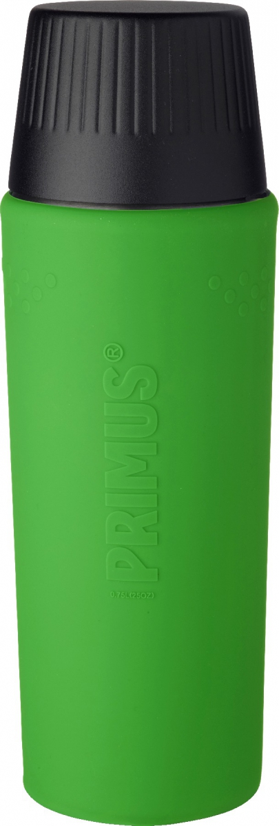 Термос Primus TrailBreak EX Vacuum Bottle, цвет: зеленый, 750 мл737957Термос из новой коллекции экспедиционных термосов шведской компании Primus. Его главные достоинства - надежность, эффективность, функциональность и стильный дизайн. Термос сделан из высокопрочной нержавеющей стали (двустенный - вакуумная технология) и оснащен силиконовым рукавом, защищающим руки от прикосновения к металлу на холоде (морозе). Кроме того, силикон препятствует случайному выскальзыванию термоса из рук. Крышка также имеет двойные стенки и изготовлена из нержавеющей стали, поэтому напиток в ней дольше сохраняет заданную температуру. Термос комплектуется двумя пластиковыми пробками: стандартной и с системой ClickClose (для наливания напитка необходимо просто повернуть крышку).Благодаря конусовидной форме термос легче размещать в рюкзаке или сумке. Объем термоса: 750 мл.