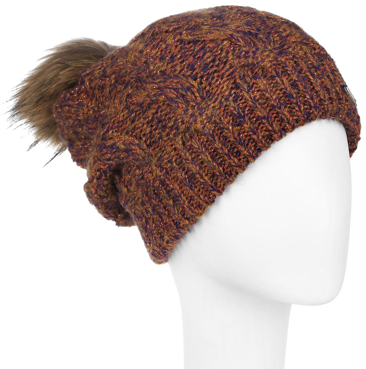Шапка женская Dispacci, цвет: мультиколор. 21111S. Размер универсальный21111SСтильная женская шапка Dispacci, изготовленная из мягкой пряжи смешанного состава, она обладает хорошими дышащими свойствами и хорошо удерживает тепло. Элегантная шапка оформлена крупной вязкой с узорами и дополнена блестящим стильным люрексом. На макушке изделие дополнено помпоном из натурального меха. Практичная форма шапки делает ее очень комфортной, а маленькая аккуратная металлическая пластина с названием бренда подчеркивает ее оригинальность.