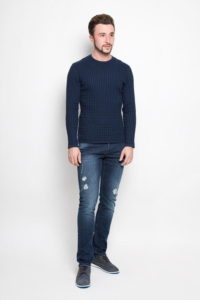 Джинсы мужские Only & Sons, цвет: темно-синий. 22004347. Размер 36-32 (50/52-32)22004347_Dark Blue DenimМужские джинсы Only & Sons выполнены из высококачественного эластичного хлопка. Джинсы-слим стандартной посадки застегиваются на пуговицу в поясе и ширинку на пуговицах, дополнены шлевками для ремня. Джинсы имеют классический пятикарманный крой: спереди модель дополнена двумя втачными карманами и одним маленьким накладным кармашком, а сзади - двумя накладными карманами. Джинсы украшены потертостями и декоративной заплаткой.