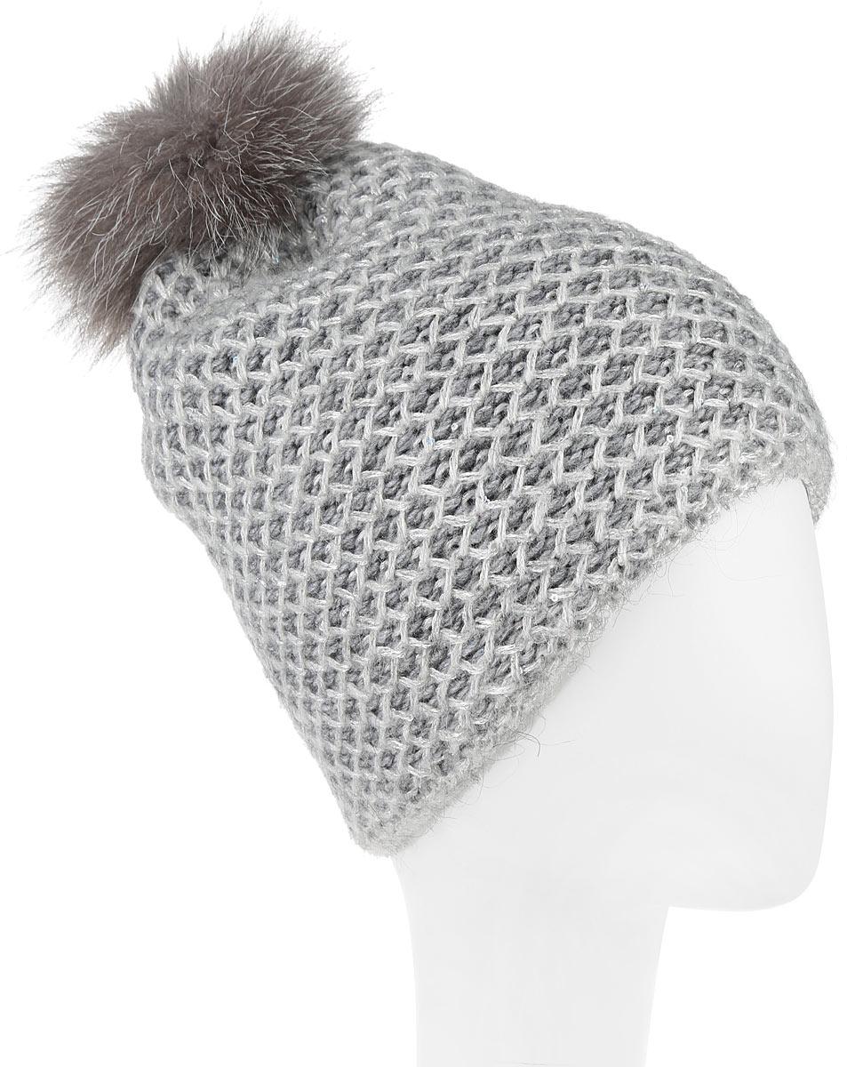 Шапка женская Dispacci, цвет: серый. 21142K. Размер универсальный21142KСтильная женская шапка Dispacci, изготовленная из мягкой пряжи смешанного состава, она обладает хорошими дышащими свойствами и хорошо удерживает тепло. Элегантная шапка выполнена из фантазийной пряжи с пайетками. На макушке изделие дополнено помпоном из натурального меха. Практичная форма шапки делает ее очень комфортной, а маленькая аккуратная металлическая пластина с названием бренда подчеркивает ее оригинальность.