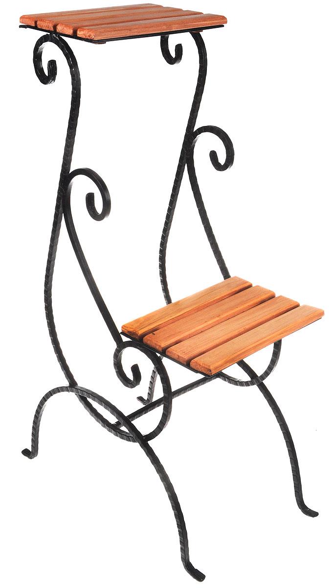 """Подставка """"Фабрика ковки"""" предназначена для размещения двух цветочных кашпо. Выполнена из металлического прутка и дерева. Корзинки при этом размещаются на разных уровнях, что позволяет создавать удивительные цветочные композиции. Роль ножек исполняют изогнутые прутки, обеспечивающие устойчивое расположение цветков. Оригинальная асимметричная форма подставки придает ей особую легкость и невесомость.Размер подставки: 48 х 29 х 80 см.Размер полок: 25 х 19 см."""