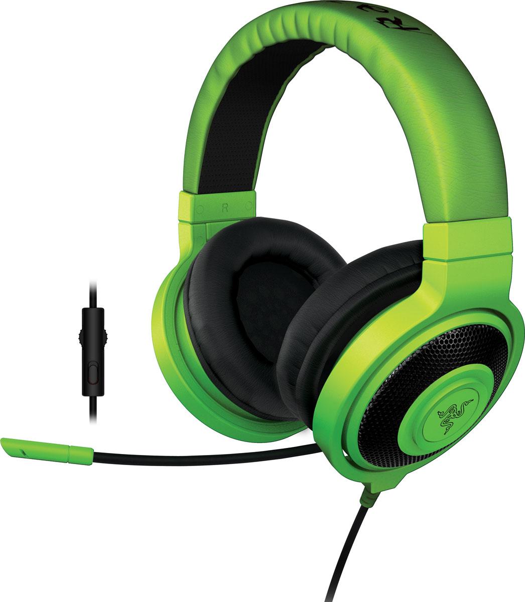 Razer Kraken Pro 2015, Green игровые наушникиRZ04-01380200-R3M1Идеальное сочетание веса, практичности и качества, Razer Kraken Pro 2015 без сомнений является самой удобной игровой гарнитурой.Помимо высокого удобства носки, Razer Kraken Pro 2015 обладает полностью выдвижным микрофоном, встроенным колесиком регулировки громкости и кнопкой отключения микрофона, что максимально облегчает ее использование. Благодаря высококачественным динамикам большого размера эта полноразмерная гарнитура обеспечивает захватывающий игровой звук в течение многих часов. Разделительный кабель для комбинированного разъема на 3,5 мм обеспечивает поддержку микрофона на мобильных устройствах, а также возможность полноценного подключения к вашим игровым устройствам. Поэтому где бы вы не находились, вам никогда не придется менять гарнитуры.Игровая гарнитура Razer Kraken Pro, как и Razer Electra, была протестирована профессиональными геймерами и спортсменами, чтобы мы могли подобрать оптимальный вес для долгих игровых сессий и максимально комфортного использования ее в дороге.Гарнитура Razer Kraken Pro оснащена встроенным пультом управления, с которым вы сможете регулировать уровень громкости и отключать микрофон без необходимости использования внешних приложений. Полностью выдвижной микрофон выдвигается из левой чашки наушников в любой момент, и его гибкая конструкция позволяет вам свободно регулировать его положение, когда это необходимо. Он всегда под рукой и когда вы отдаете стратегические приказы в игре, и когда вы звоните друзьям.Гарнитура Razer Kraken Pro снабжена большими 40 мм динамиками с неодимовыми магнитами, для кристально чистого звучание музыки в высоких и средних диапазонах частот с сочными глубокими басами. Закрытая конструкция наушников создает идеальную звукоизоляцию и позволяют полностью сосредоточиться на игре или разговоре, не отвлекаясь на посторонние звуки.Микрофон:Гибкий, выдвижной, полностью убирается в чашку наушниковЧастотные характеристики: 100-10000 ГцСоотношение сиг