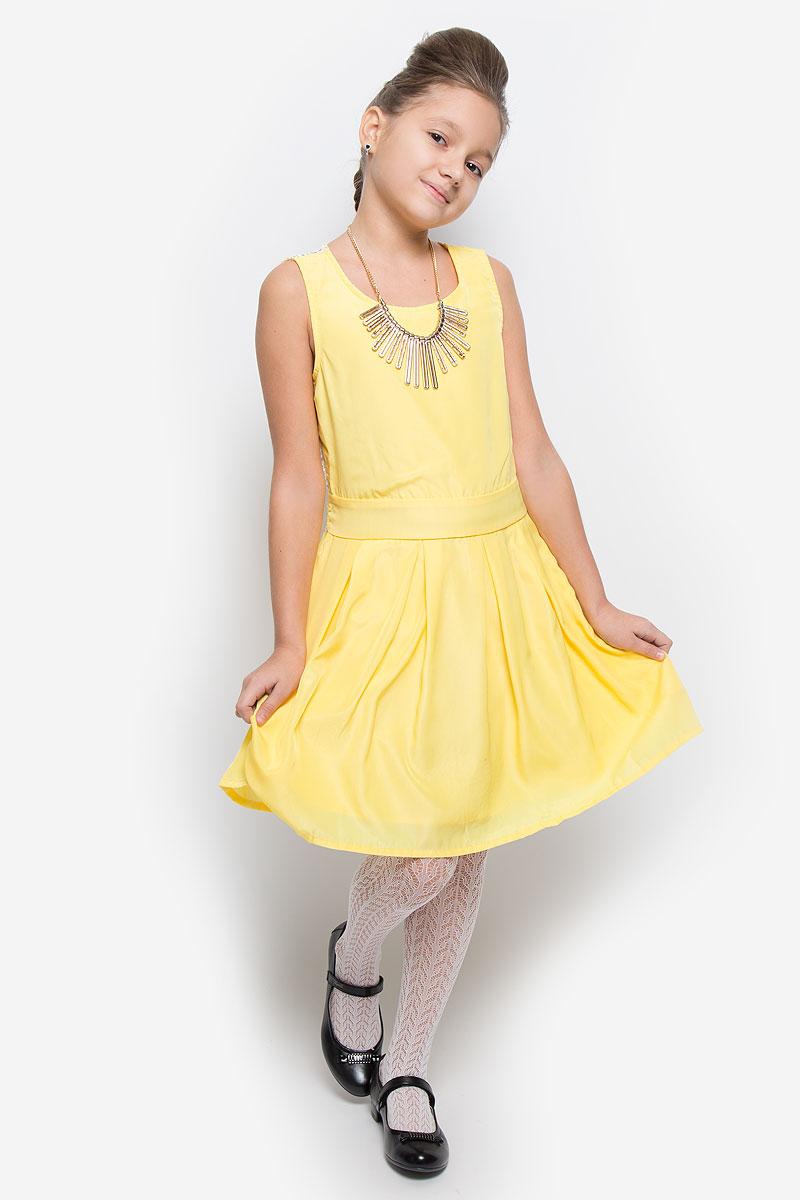 Платье для девочки Nota Bene, цвет: желтый. SSP1628-2. Размер 164SSP1628-2Яркое платье для девочки Nota Bene идеально подойдет юной моднице. Оно изготовлено из гладкой тонкой ткани, приятное на ощупь, не стесняет движений и хорошо вентилируется. Подкладка изделия выполнена из натурального хлопка.Платье с круглым вырезом горловины застегивается сбоку на молнию. По спинке модель дополнена кружевной вставкой. Вшитый пояс завязывается сзади на бант. От линии талии заложены складки, которые придают изделию легкость и воздушность. Стильное платье подойдет для праздничных мероприятий. В нем ваша принцесса всегда будет в центре внимания!В комплект входит аксессуар в виде колье.