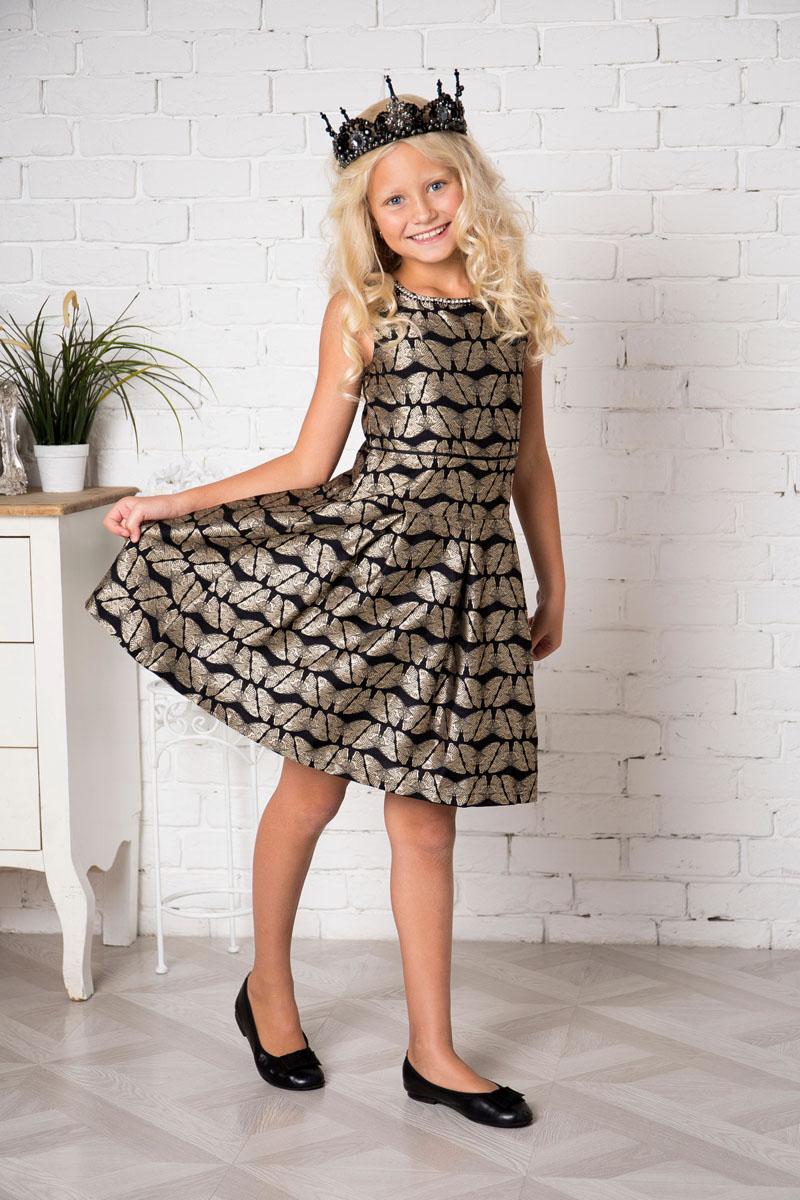 Платье для девочки Sweet Berry, цвет: черный, золотой. 215800. Размер 146215800Платье для девочки Sweet Berry выполнено из высококачественного материала и дополнено подкладкой из хлопка. Платье-миди с круглым вырезом горловины застегивается сзади на застежку-молнию. Юбка дополнена складками. Платье оформлено оригинальным рисунком.