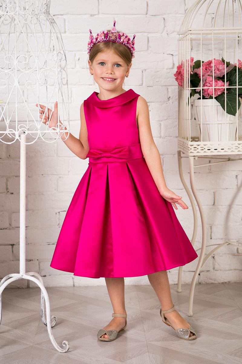 Платье для девочки Sweet Berry, цвет: малиновый. 215910. Размер 110215910Платье для девочки Sweet Berry выполнено из высококачественного атласного материала и дополнено подкладкой из натурального хлопка. Модель сзади застегивается на потайную застежку-молнию. Линию талии подчеркивает пояс, который украшен спереди бантом.