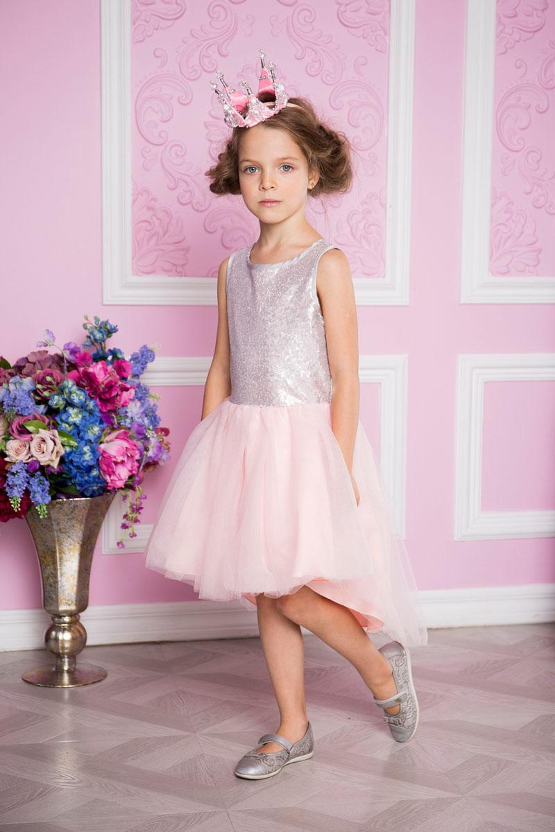 Платье для девочки Sweet Berry, цвет: серебристо-розовый. 215919. Размер 98215919Нарядное платье Sweet Berry для девочки без рукавов и с круглым вырезом горловины. Верх модели расшит пайетками. Удлиненная задняя часть создает эффект шлейфа. Застегивается на потайную молнию на спинке.