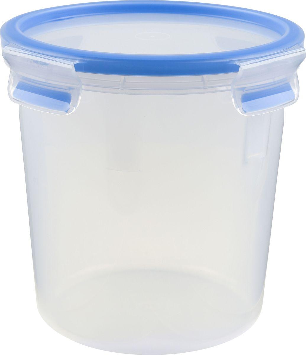 Контейнер пищевой Emsa Clip&Close, 2 л508553Контейнер Emsa Clip&Close изготовлен из высококачественного антибактериального пищевого пластика, имеющего сертификат BPA-free, который выдерживает температуру от -40°С до +110°С, не впитывает запахи и не изменяет цвет. Это абсолютно гигиеничный продукт, который подходит для хранения даже детского питания. 100% герметичность - идеально не только для хранения, но и для транспортировки пищи. Герметичность достигается за счет специальных силиконовых прослоек, которые позволяют использовать контейнер для хранения не только пищи, но и жидкости. В таком контейнере продукты долгое время сохраняют свою свежесть - до 4-х раз дольше по сравнению с обычными, в том числе и вакуумными контейнерами. 100% гигиеничность - уникальная технология применения медицинского силикона в уплотнителе крышки: никаких полостей - никаких микробов. Изделие снабжено крышкой, плотно закрывающейся на 4 защелки. 100% удобство - прозрачные стенки позволяют просматривать содержимое, сохранение пространства за счёт лёгкой установки контейнеров друг на друга. Изделие подходит для домашнего использования, для пикников, поездок, отдыха на природе, его можно взять с собой на работу или учебу. Можно использовать в СВЧ-печах, холодильниках, посудомоечных машинах, морозильных камерах.