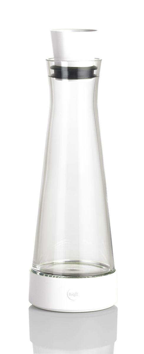 Графин Emsa Flow Slim, с термоэлементом, цвет: белый, 1 л515475Графин Emsa Flow Slim с охладительной подставкой, изготовлен и высококачественной комбинации стекла и пластика. В подставке установлен уникальный аккумулятор холода, благодаря которому, напиток остается холодным до 4 часов. Пробка-дозатор оснащена автоматически закрывающимся клапаном. Графин вмещается во все ходовые дверные полки холодильника. Можно мыть в посудомоечной машине.