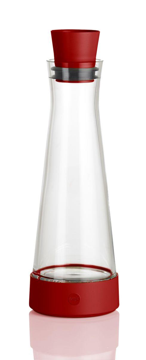 Графин Emsa Flow Slim, с термоэлементом, цвет: красный, 1 л515476Графин Emsa Flow Slim с охладительной подставкой, изготовлен и высококачественной комбинации стекла и пластика. В подставке установлен уникальный аккумулятор холода, благодаря которому, напиток остается холодным до 4 часов. Пробка-дозатор оснащена автоматически закрывающимся клапаном. Графин вмещается во все ходовые дверные полки холодильника. Можно мыть в посудомоечной машине.