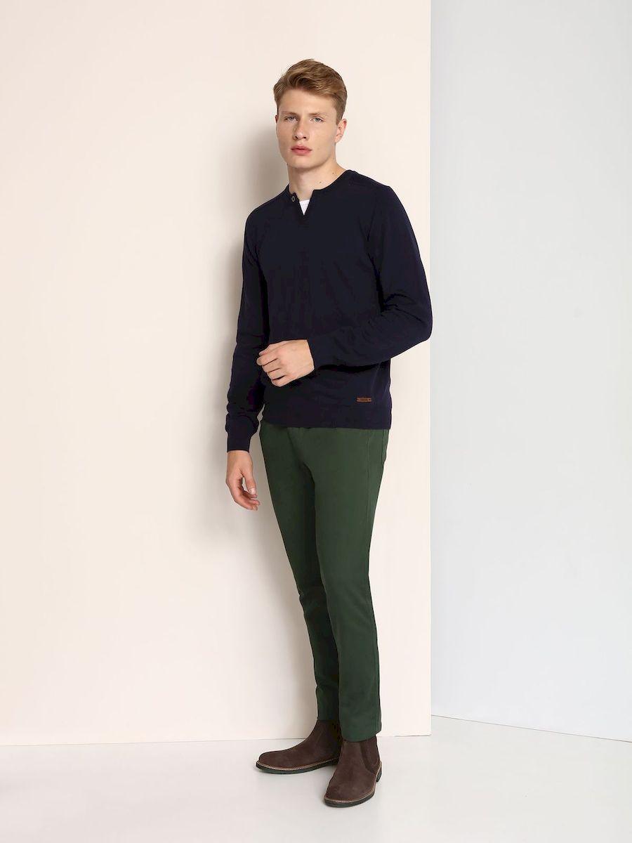 Джинсы мужские Top Secret, цвет: темно-зеленый. SSP2355ZI. Размер 33-34 (48/50-34)SSP2355ZIСтильные мужские джинсы Top Secret изготовлены из натурального хлопка.Джинсы-слим средней посадки застегиваются на пуговицу в поясе и ширинку на застежке-молнии. На поясе имеются шлевки для ремня. Спереди модель дополнена двумя втачными карманами и одним небольшим накладным кармашком, а сзади - двумя накладными карманами.