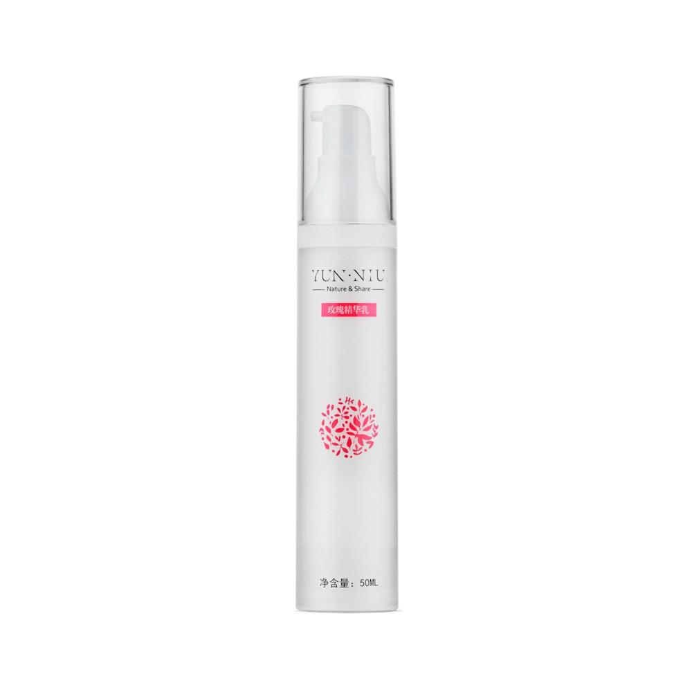 Розовое молочко (сыворотка) для кожи лица Yun-Niu (Rose serum), 50 мл.220070Тип, структура, объем,Восстанавливающее и защищающее средство(сыворотка). 50 млНазначениеЛегко впитывается, обеспечивает увлажнение и блеск кожи. Разглаживает и предупреждает образование морщинок. Защищает и заживляет кожу лица. Придает коже натуральный цвет. Для всех типов кожи. Не вызывает раздражений и аллергии. Действиеусиливает защитные функции кожи; увлажняет кожу; разглаживает морщины; устраняет шелушение и ощущение стянутости. замедляет процесс увядания кожи. Заживляет; Результат? Улучшает цвет лица ? Разглаживает морщины ? Защищает кожу ? Подходит для всех типов лица ? Придает гладкость и шелковистость