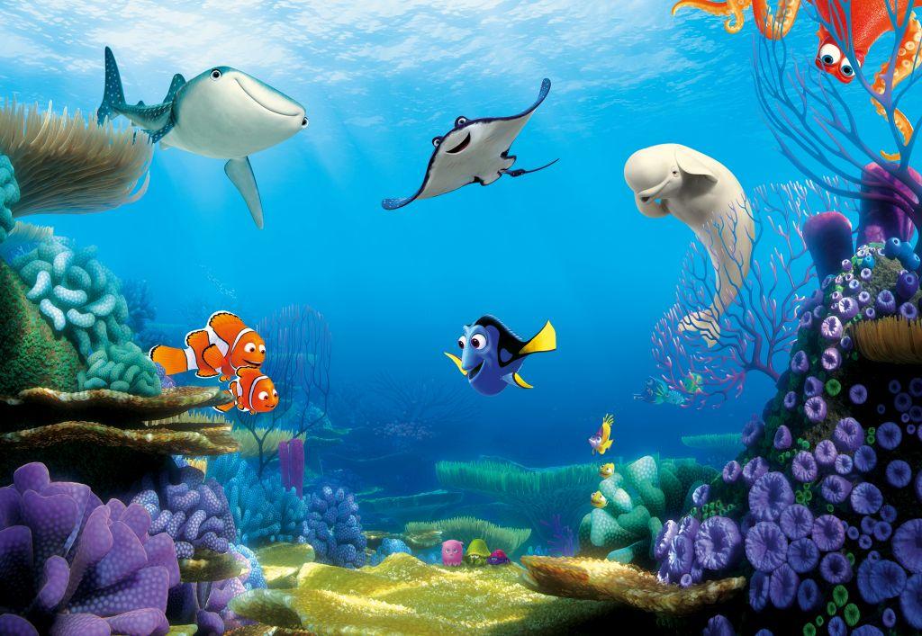 """Бумажные фотообои известного бренда """"Komar"""" с анималистическим дизайном """"В поисках Дори. Подводный мир"""" позволят создать неповторимый облик помещения, в котором они размещены. Фотообои наносятся на стены тем же способом, что и обычные обои. Благодаря превосходной печати и высококачественной основе такие обои будут радовать вас долгое время. Фотообои снова вошли в нашу жизнь, став модным направлением декорирования интерьера. Выбрав правильную фактуру и сюжет изображения можно добиться невероятного эффекта """"живого присутствия"""".Ширина рулона: 3,68 м.Высота полотна: 2,54 м. Клей в комплекте."""
