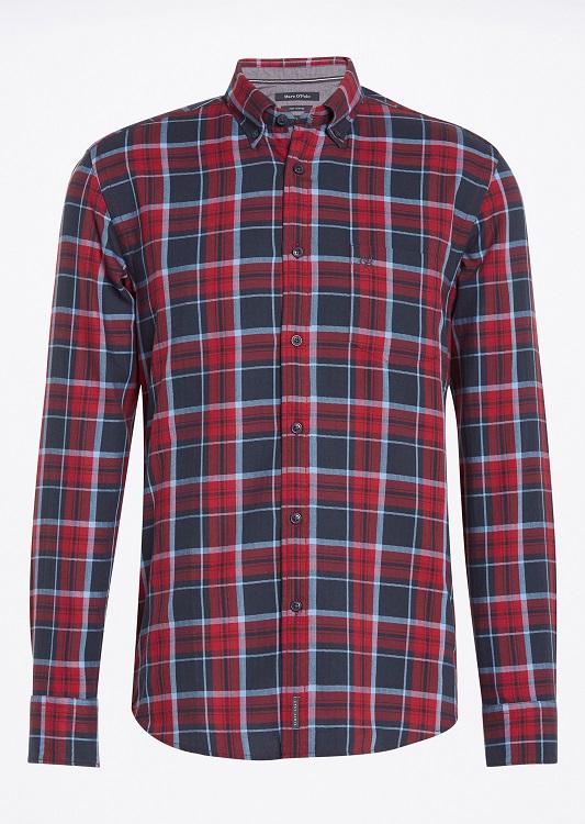 Рубашка мужская Marc OPolo, цвет: красный, темно-синий. 091042382/I30. Размер L (50)091042382/I30Мужская рубашка выполнена из хлопка и оформлена клетчатым принтом. Спереди изделие дополнено накладным карманом и застегивается на пуговицы. Модель со стандартным длинным рукавом и отложным воротником.