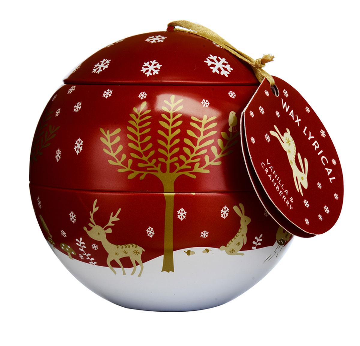 Свеча ароматизированная Wax Lyrical Зимняя ягода, 430 гCHR2018Свеча ароматизированная Wax Lyrical Зимняя ягода имеет аромат сладкой ягоды, собранной в зимнем лесу. Она сохраняет в себе свои магические свойства и наполняет дом невероятно любимым праздничным ароматом с глубокой ванильной основой.