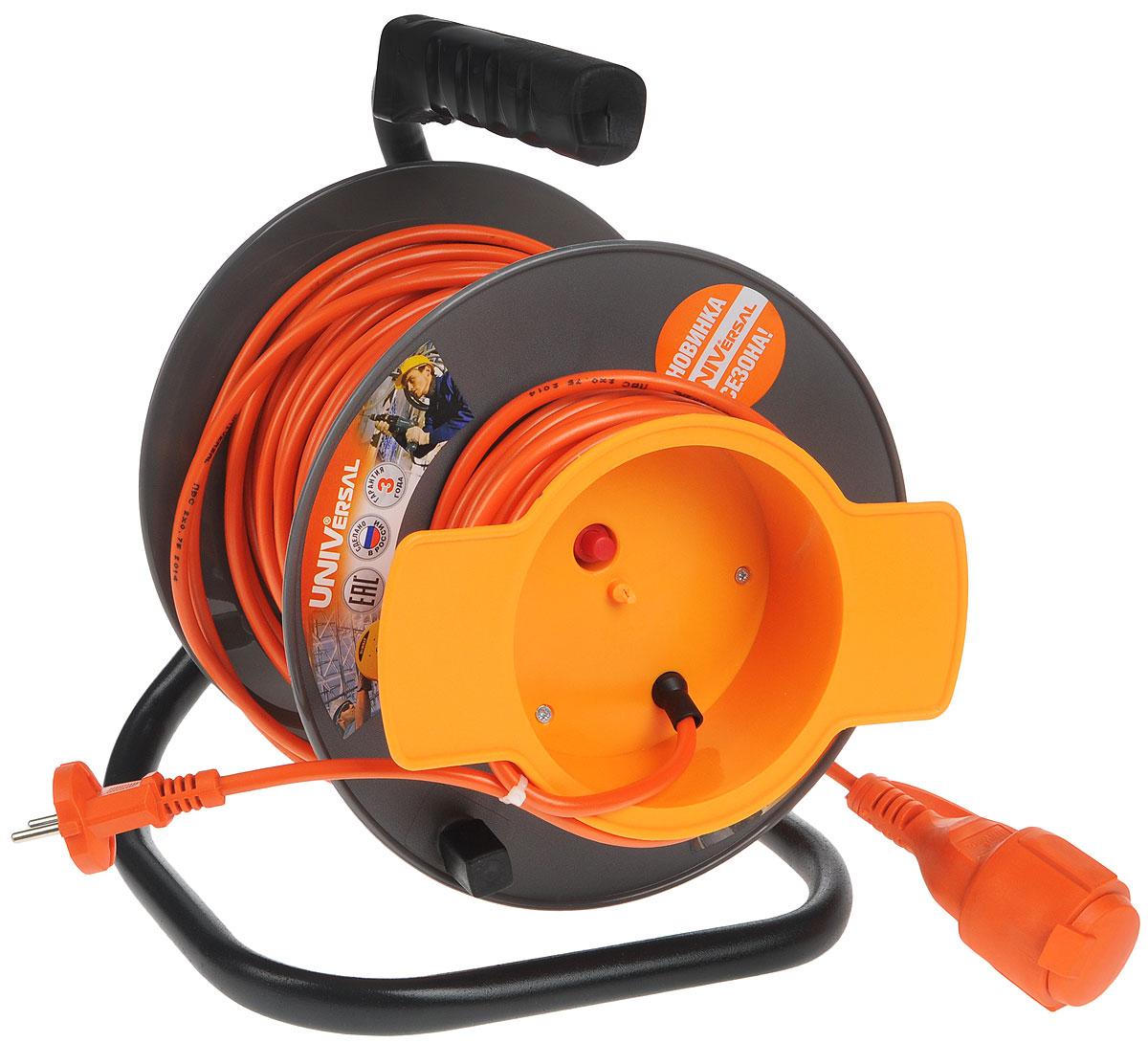 Удлинитель на катушке UNIVersal, без заземления, цвет: серый, оранжевый, 40 м9633261Удлинитель на катушке UNIVersal предназначен для подключения одного электроприбора. Будет полезен в гараже, на приусадебном участке, при проведении строительных, ремонтных и монтажных работ. Идеален для подключения газонокосилок, у которых предусмотрен короткий сетевой провод и фиксатор для соединения кабелей инструмента и удлинителя. Длина кабеля 40 метров позволит проводить необходимые работы на значительном расстоянии от источника питания. Рассчитан на напряжение 220В. Быстро сматывается/разматывается, экономя время оператора, удобен в хранении. Провод с поливинилхлоридной изоляцией обеспечивает надежность и безопасность работы.Характеристики:Длина провода: 40 м.Количество розеток: 1.Максимальная мощность: 1300 Вт.Максимальный ток: 6 A.Провод: ПВС 2 х 0,75 мм.