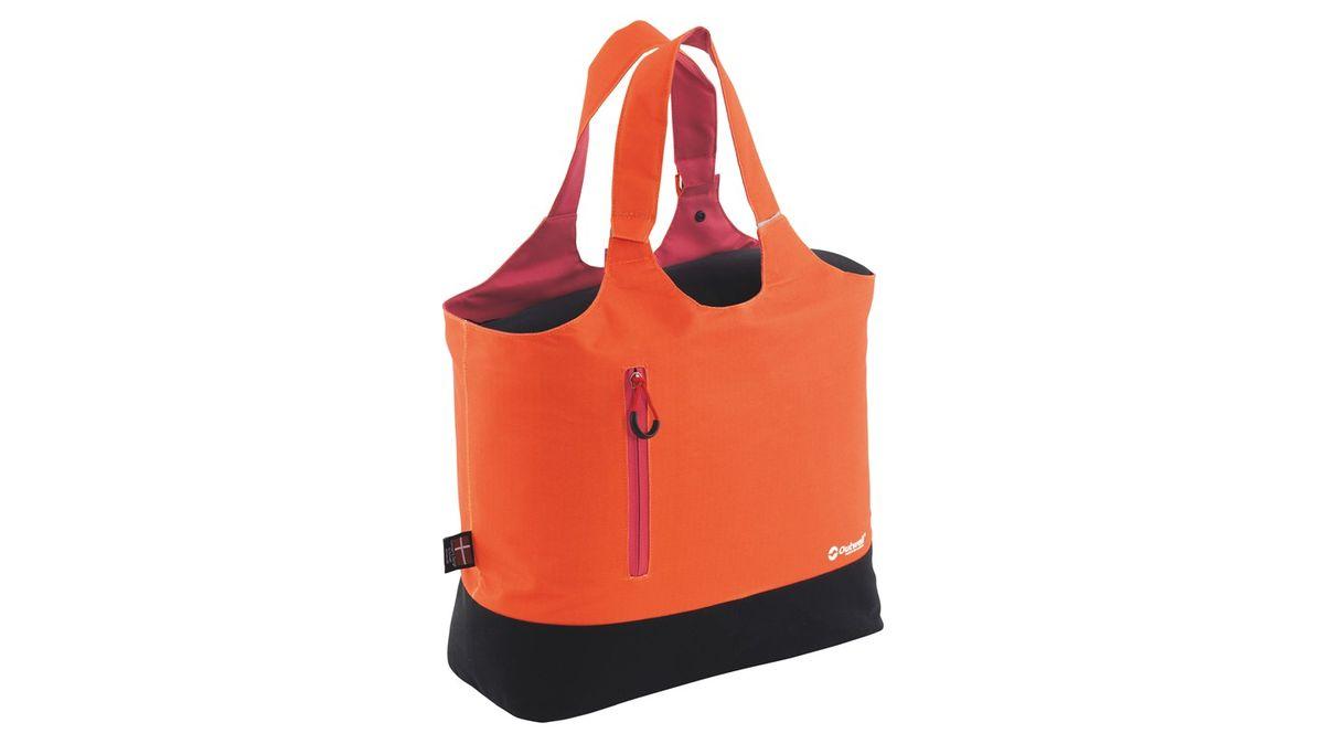 Сумка изотермическая Outwell Puffin, цвет: оранжевый, 22 л590076Изотермическая сумка Outwell Puffin поможет сохранить температуру пищи и напитков в течение нескольких часов. Она будет удобна при поездках на дачу, на пикник и дальних путешествиях. Выполнено изделие из прочного полиэстера, внутри материал PEVA lining. В сумке предусмотрен наружный передний карман для мелких предметов, а ручки для переноски можно использовать как лямку.Особенности:Объем сумки 22 литра, объем холодильного отделения 19 литров.Две ручки для переноски.Внешний карман на молнии