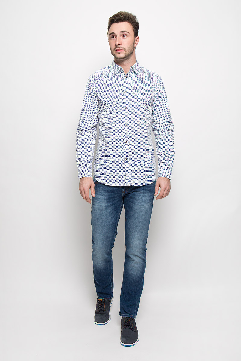 Рубашка мужская Diesel, цвет: белый, синий. 00ST9I-0NANB/129. Размер XL (54)00ST9I-0NANB/129Стильная мужская рубашка Diesel, выполненная из натурального хлопка, позволяет коже дышать, тем самым обеспечивая наибольший комфорт при носке. Модель классического кроя с отложным воротником застегивается на пуговицы по всей длине. Длинные рукава рубашки дополнены манжетами на пуговицах. Модель оформлена оригинальным принтом.