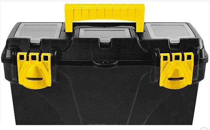 Ящик для инструментов пластиковый FIT, 43 х 23,5 х 25 см65563Ящик для инструмента FIT 65563 предназначен для хранения и удобной транспортировки ручного инструмента. Три специальных отделения, расположенных сверху на крышке, позволяют разместить необходимую оснастку и разные мелочи. Ящик изготовлен из пластика и имеет усиленную рукоятку, что обеспечивает легкую и комфортную переноску. Инструментальный ящик применяется как в профессиональной сфере, так и в быту: он очень вместительный, помогает упорядочить нужные в работе предметы и всегда держать их под рукой. Характеристики: Материал:пластик. Размеры ящика: 43 см х 23,5 см х 25 см. Глубина ящика: 19 см. Размеры лотка (без учета ручки): 42 см х 21 см х 5,5 см. Размеры упаковки: 43 см х 23,5 см х 25 см.