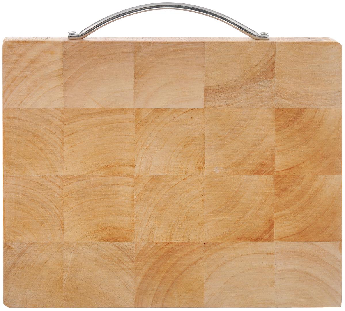 Доска разделочная House & Holder, с ручкой, 25 х 20 х 2 см. B095(3)B095(3)Доска разделочная House & Holder изготовлена из гевеи. Гевея входит в семейство элитного красного дерева. Изделия из этого дерева отличаются твердостью, долговечностью и стойкостью к гниению. Доска оснащена металлической ручкой для более удобного использования.Функциональная и простая в использовании, разделочная доска House & Holder прекрасно впишется в интерьер любой кухни и прослужит вам долгие годы. Не рекомендуется мыть в посудомоечной машине.Размер доски: 25 х 20 см. Толщина доски: 2 см.