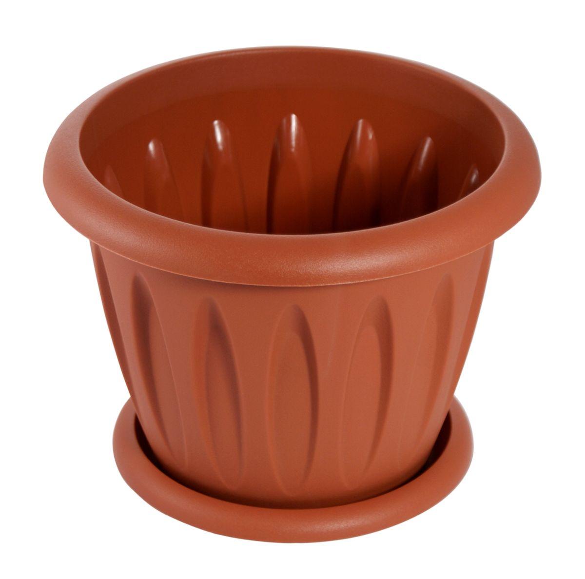 """Любой, даже самый современный и продуманный интерьер будет не завершенным без растений. Они не только очищают воздух и насыщают его кислородом, но и заметно украшают окружающее пространство. Такому полезному члену семьи просто необходимо красивое и функциональное кашпо, оригинальный горшок или необычная ваза! Мы предлагаем - Горшок для растений """"Фелиция"""" 6,4 л d=27 см с поддоном, цвет терракотовый! Оптимальный выбор материала - это пластмасса! Почему мы так считаем? Малый вес. С легкостью переносите горшки и кашпо с места на место, ставьте их на столики или полки, подвешивайте под потолок, не беспокоясь о нагрузке. Простота ухода. Пластиковые изделия не нуждаются в специальных условиях хранения. Их легко чистить достаточно просто сполоснуть теплой водой. Никаких царапин. Пластиковые кашпо не царапают и не загрязняют поверхности, на которых стоят. Пластик дольше хранит влагу, а значит растение реже нуждается в поливе. Пластмасса не пропускает воздух корневой системе растения не грозят резкие перепады температур. Огромный выбор форм, декора и расцветок вы без труда подберете что-то, что идеально впишется в уже существующий интерьер. Соблюдая нехитрые правила ухода, вы можете заметно продлить срок службы горшков, вазонов и кашпо из пластика: всегда учитывайте размер кроны и корневой системы растения (при разрастании большое растение способно повредить маленький горшок) берегите изделие от воздействия прямых солнечных лучей, чтобы кашпо и горшки не выцветали держите кашпо и горшки из пластика подальше от нагревающихся поверхностей. Создавайте прекрасные цветочные композиции, выращивайте рассаду или необычные растения, а низкие цены позволят вам не ограничивать себя в выборе."""