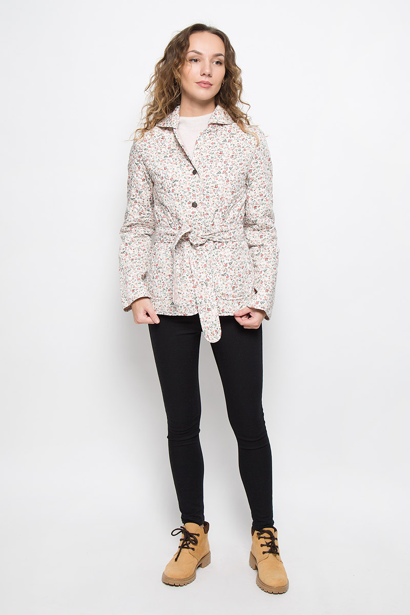 Куртка женская Holty Зипун, цвет: белый. 020517-0022. Размер L (50)020517-0022Стильная женская куртка Holty Зипун, изготовленная из натурального хлопка, оформлена цветочным принтом. В качестве наполнителя используется полиэстер и хлопок.Куртка с отложным воротником застегивается на пуговицы. Спереди имеются два накладных кармана. Модель дополнена текстильным ремешком.