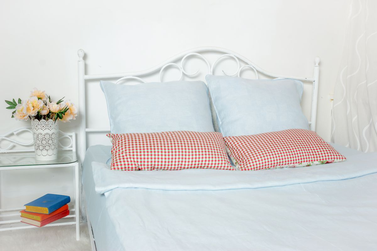 Комплект белья Гаврилов-Ямский Лен, 2-спальный, наволочки 70х70, цвет: голубой5со5939Комплект постельного белья Гаврилов-Ямский Лен выполнен из 100% льна. Комплект состоит из пододеяльника, простыни и двух наволочек. Постельное белье, оформленное вышивкой и кантом, имеет изысканный внешний вид.Лен - поистине уникальный природный материал, экологичнее которого сложно придумать. Постельное белье из льнадаст вам ощущение прохлады в жаркую ночь и согреет в холода.Приобретая комплект постельного белья Гаврилов-Ямский Лен, вы можете быть уверены в том, что покупка доставит вам и вашим близким удовольствие и подарит максимальный комфорт.