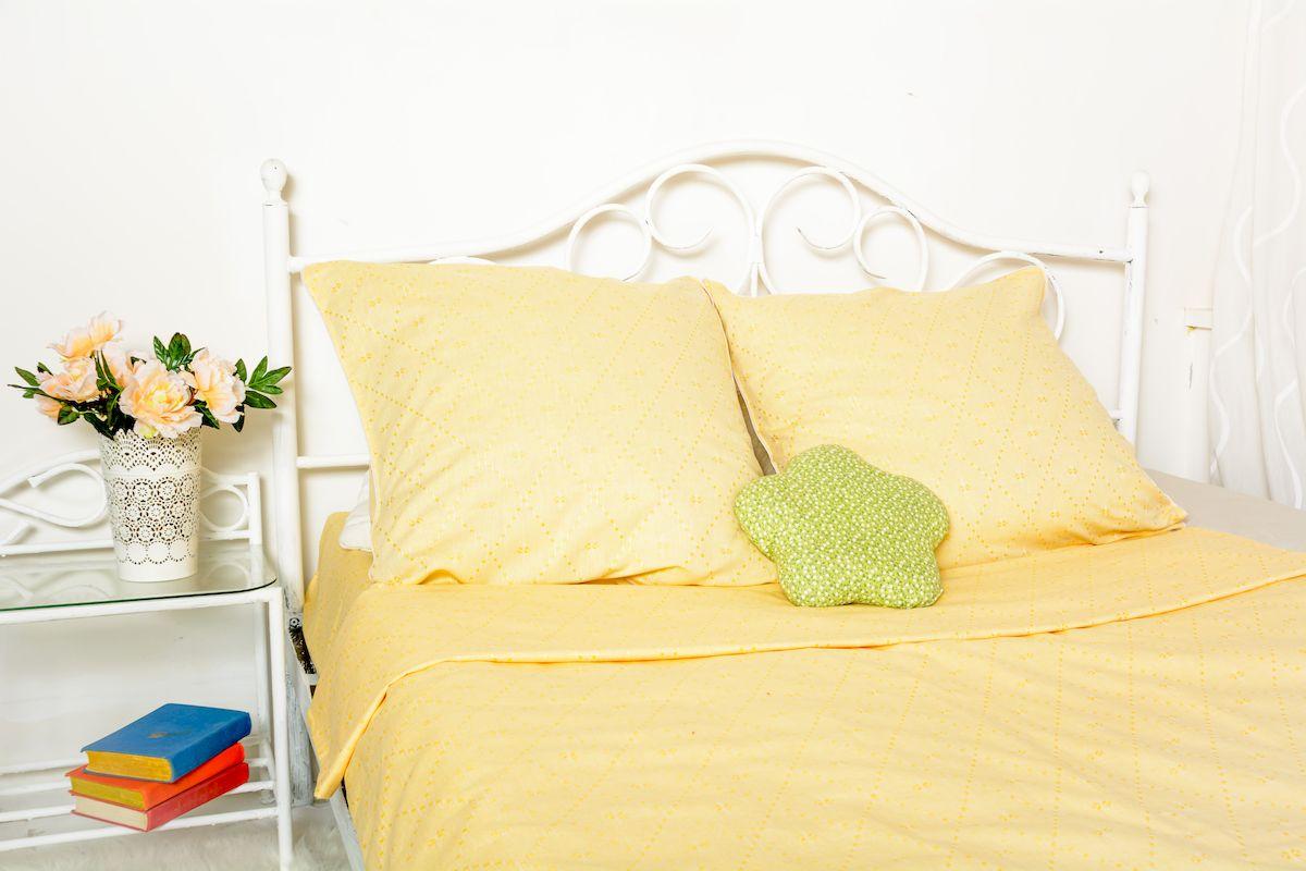 Комплект белья Гаврилов-Ямский Лён, 1,5-спальный, наволочки 70х70, цвет: желтый5со5949Яркий 1,5-спальный комплект постельного белья из льна (48%) и хлопка (52%). Жаккардовая выделка с геометрическим узором. Лён - поистине, уникальный природный материал, экологичнее которого сложно придумать. История льна восходит к Древнему Египту: в те времена одежда из льна считалась достойной фараонов! На Руси лён возделывали с незапамятных времен - изделия из льняной ткани считались показателем достатка, а льняная одежда служила символом невинности и нравственной частоты. Изделия из льна обладают уникальными потребительскими свойствами: льняное постельное белье даст вам ощущение прохлады в жаркую ночь и согреет в холода, скатерти из натурального льна придадут вашему дому уют и тепло натурального материала, а льняные полотенца порадуют вас невероятно долгим сроком службы на вашей кухне!
