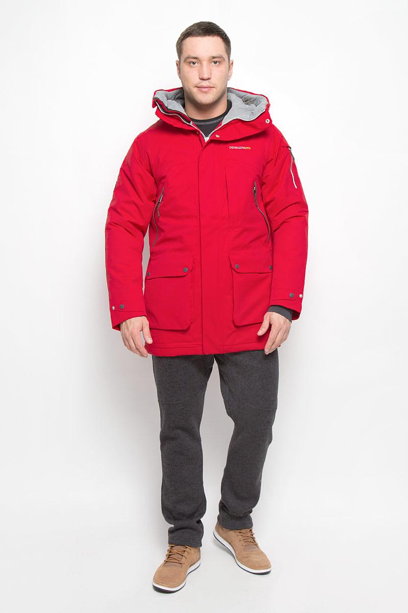 Куртка мужская Didriksons1913 Trew, цвет: красный. 501000_040. Размер XXXL (56)501000_040Модная мужская куртка Didriksons1913 Trew изготовлена из ветронепроницаемой дышащей ткани - высококачественного полиэстера с утеплителем из 100% полиэстера. Технология Storm System обеспечивает 100% водонепроницаемость и защиту от любых погодных условий. Подкладка выполнена из полиэстера и полиамида.Модель с несъемным капюшоном застегивается на пластиковую молнию и дополнительно на двойной ветрозащитный клапан с кнопками. Капюшон регулируется с помощью эластичных шнурков со стопперами и хлястика на липучке. Спереди изделие дополнено двумя накладными карманами, закрывающимися на клапаны с кнопками, на груди - тремя прорезными карманами с застежками-молниями, с внутренней стороны - двумя накладными сетчатыми карманами, на рукаве - дополнительным прорезным карманом на застежке-молнии. Манжеты рукавов дополнены эластичными напульсниками с отверстиями для больших пальцев. Ширина рукавов регулируются с помощью хлястиков с липучками. Нижняя часть изделия с внутренней стороны регулируется за счет эластичного шнурка со стопперами.