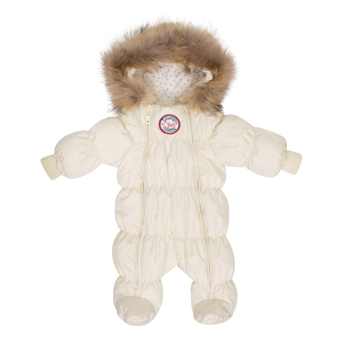 Комбинезон детский Lucky Child, цвет: молочный. В1-2. Размер 68В1-2Неважно, будет ли ваш кроха спать всю прогулку или пойдёт разглядывать снег, ему будет удобно в этом тёплом и лёгком комбинезоне. Сверху - качественная курточная ткань с влагостойкой пропиткой, внутри - наполнитель Isosoft и трикотажная подкладка с воздухопроницаемыми и водоотводными свойствами. Подходит для прогулок при температуре до -30°. Удобная двойная молния позволяет легко одеть и раздеть ребёнка или просто поменять подгузник и продолжить прогулку. Ручки младенца можно легко спрятать в отворачивающуюся «варежку». Капюшон оторочен натуральным мехом енота.
