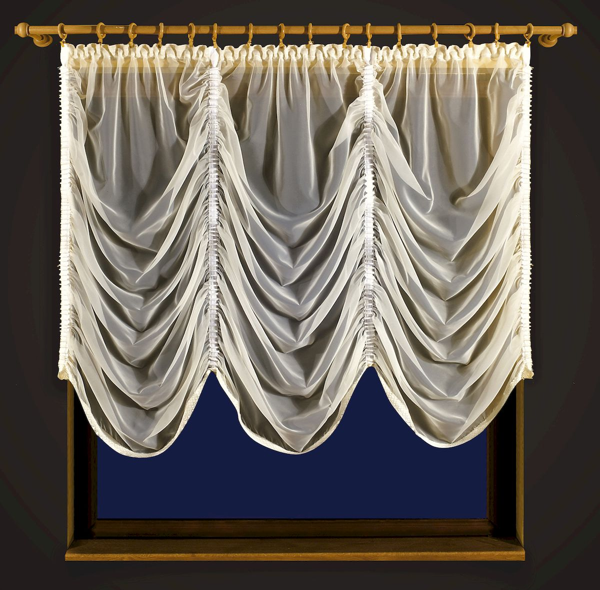 Гардина Zlata Korunka, цвет: кремовый, высота 250 см. 5560955609Гардина Zlata Korunka, изготовленная из высококачественного полиэстера, станет великолепным украшением любого окна. Изделие из вуали выполнено по типу французской шторы. Вдоль полотна прошиты четыре туннеля, по которым гардина собирается до нужных размеров. Оригинальная гардина внесет разнообразие и подарит заряд положительного настроения.Размер несобранного полотна: 250 х 250 см.