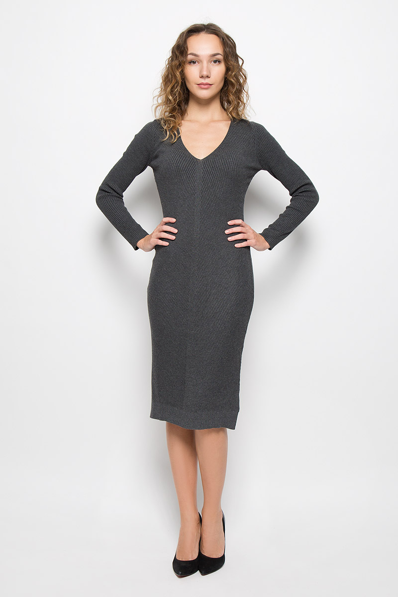 Платье Mexx, цвет: серый. MX3025195_WM_DRS_008. Размер M (46/48)MX3025195_WM_DRS_008_127Стильное платье Mexx, изготовленное из высококачественной комбинированной пряжи, мягкое и приятное на ощупь, не сковывает движения, обеспечивая наибольший комфорт. Модель с длинными рукавами и V-образным вырезом горловины связано резинкой. По бокам платье дополнено небольшими разрезами.