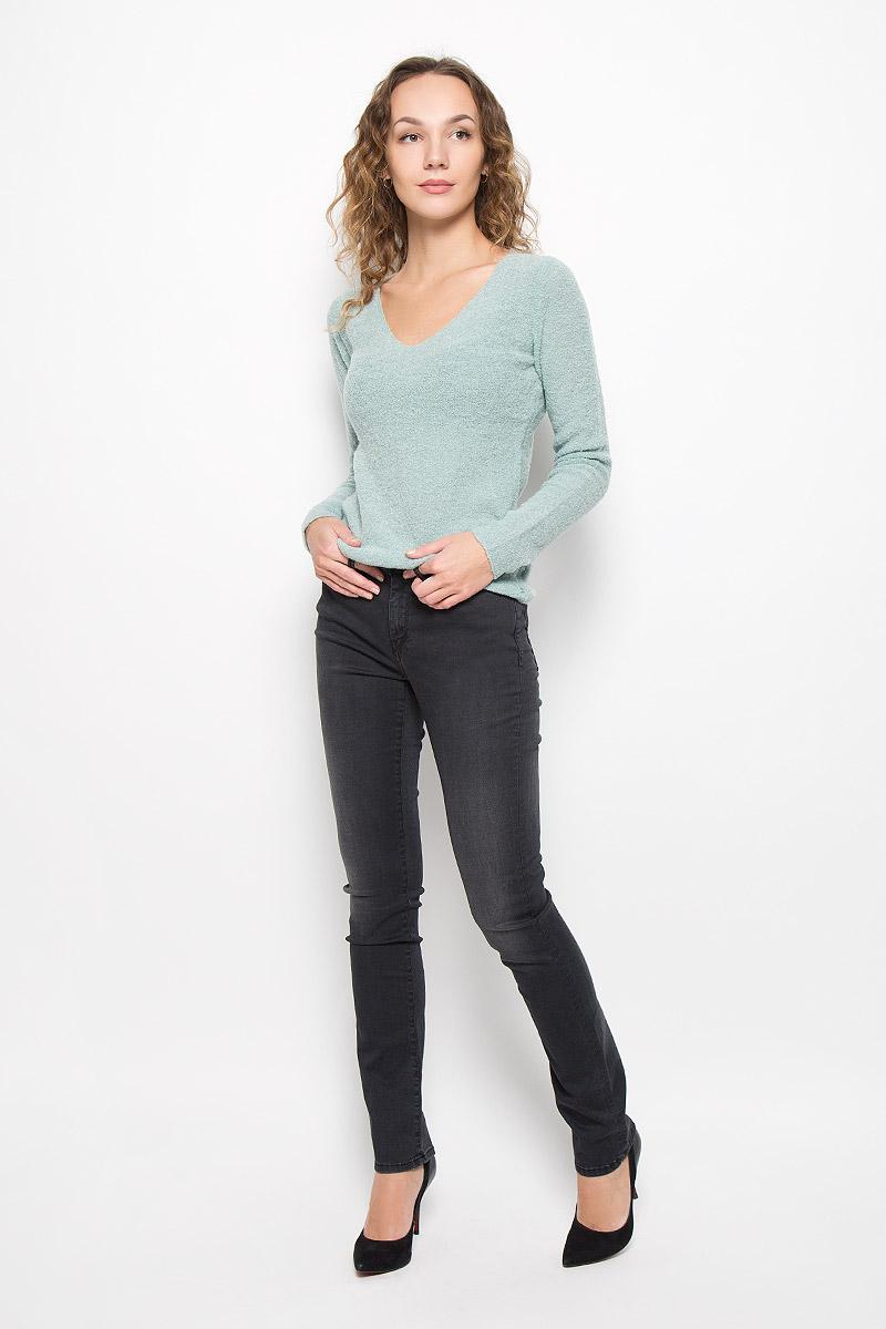 Джинсы женские Lee Cooper, цвет: графитовый. LC161-6830/BLACK. Размер 26 (40/42)LC161-6830/BLACKСтильные женские джинсы Lee Cooper выполнены из хлопка с добавлением модала, полиэстера и эластана. Материал мягкий и приятный на ощупь, не сковывает движения и позволяет коже дышать.Джинсы-слим со стандартной посадкой застегиваются на пуговицу в поясе и ширинку на застежке-молнии. На поясе предусмотрены шлевки для ремня. Джинсы имеют классический пятикарманный крой: спереди модель оформлена двумя втачными карманами и одним маленьким накладным кармашком, а сзади - двумя накладными карманами. Модель оформлена эффектом потертости.