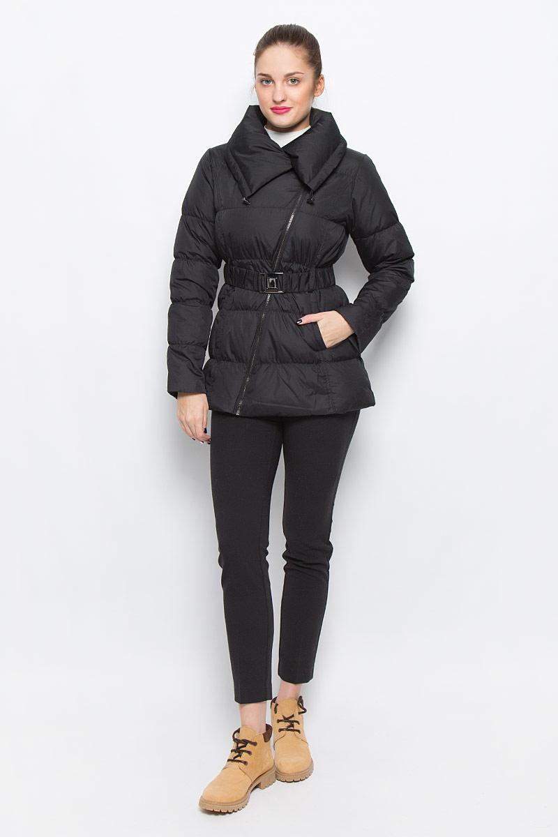 Куртка женская Mexx, цвет: черный. MX3024464_WM_JCK_008. Размер S (42/44)MX3024464_WM_JCK_008_001Стильная женская куртка Mexx изготовлена из полиэстера. В качестве утеплителя используется пух с добавлением пера. Куртка с объемным отложным воротником, дополненным эластичным шнурком, застегивается на ассиметричную молнию. Спереди расположены два прорезных кармана. На талии предусмотрен эластичный ремень с металлической пряжкой.