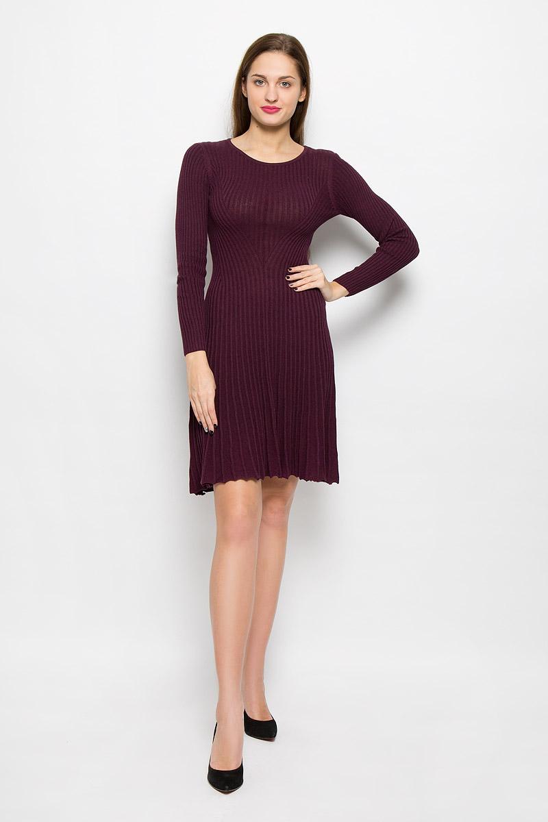 Платье Tom Tailor, цвет: темно-фиолетовый. 5019411.00.75_5465. Размер 40 (46)5019411.00.75_5465Стильное платье Tom Tailor, изготовленное из высококачественного хлопка и вискозы, мягкое и приятное на ощупь, не сковывает движения, обеспечивая наибольший комфорт. Модель с длинными рукавами, круглым вырезом горловины связано резинкой.