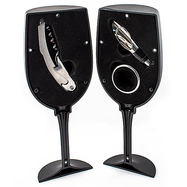 Набор винный Эврика Бокал, 5 предметов96558Набор принадлежностей для правильного обращения с вином теперь доступен нетолько сомелье. Футляр в виде бокала на изящной ножке разделён на две части, водной из которых хранится универсальный штопор-нож-открывалка, во второй –кольцо для сбора капель и воронка-рассекатель. Инструменты вставляются вбархатный ложемент, футляр имеет магнитную застёжку.Размеры в упаковке: 23 х 9 х 9 см.