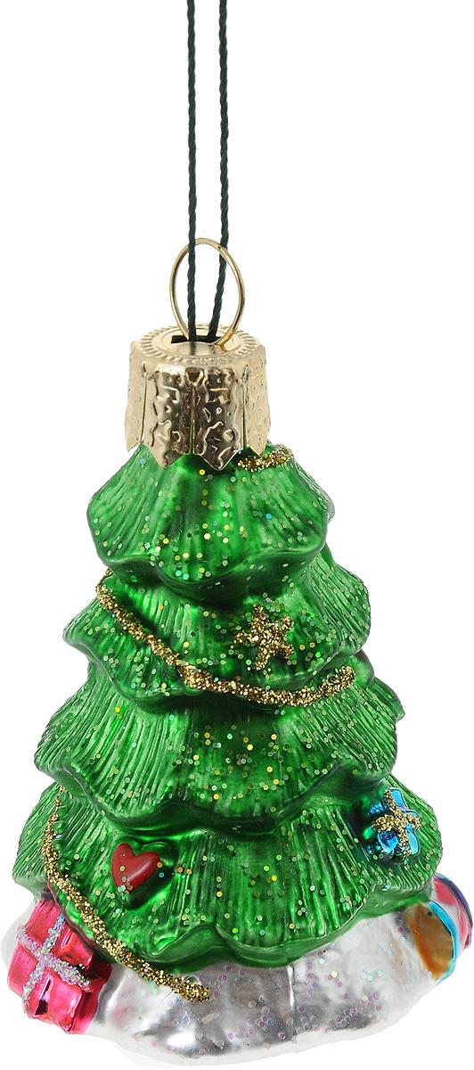 Украшение новогоднее подвесное Winter Wings Елочка, высота 6 смN07226Новогоднее украшение Winter Wings Елочка отлично подойдет для декорации вашего дома и новогодней ели. Изделие, выполненное из стекла, декорировано блестками и оснащено специальной петелькой для подвешивания.Елочная игрушка - символ Нового года. Она несет в себе волшебство и красоту праздника. Создайте в своем доме атмосферу веселья и радости, украшая всей семьей новогоднюю елку нарядными игрушками, которые будут из года в год накапливать теплоту воспоминаний.