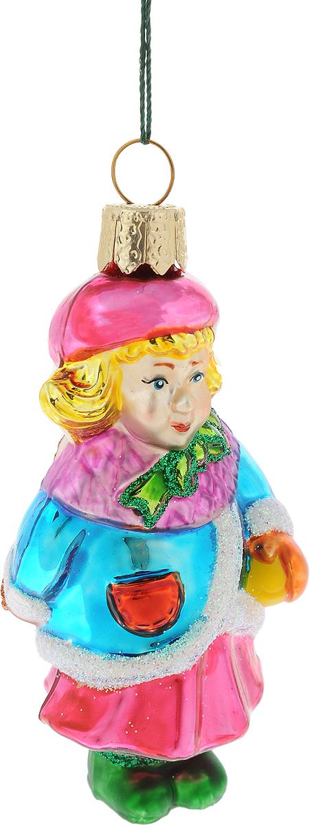 Украшение новогоднее подвесное Winter Wings Девочка в синей шубке, высота 8 смN07122Новогоднее украшение Winter Wings Девочка в синей шубке отлично подойдет для декорации вашего дома и новогодней ели. Изделие, выполненное из стекла, декорировано блестками и оснащено специальной петелькой для подвешивания.Елочная игрушка - символ Нового года. Она несет в себе волшебство и красоту праздника. Создайте в своем доме атмосферу веселья и радости, украшая всей семьей новогоднюю елку нарядными игрушками, которые будут из года в год накапливать теплоту воспоминаний.
