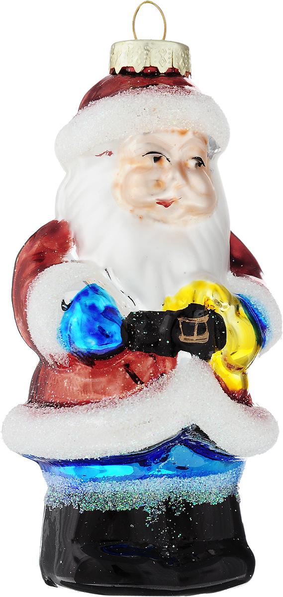 Украшение новогоднее подвесное Winter Wings Дед Мороз с елкой, высота 10,5 смN07342Новогоднее украшение Winter Wings Дед Мороз с ёлкой отлично подойдет для декорации вашего дома и новогодней ели. Изделие, выполненное из стекла, декорировано блестками и оснащено специальной петелькой для подвешивания.Елочная игрушка - символ Нового года. Она несет в себе волшебство и красоту праздника. Создайте в своем доме атмосферу веселья и радости, украшая всей семьей новогоднюю елку нарядными игрушками, которые будут из года в год накапливать теплоту воспоминаний.