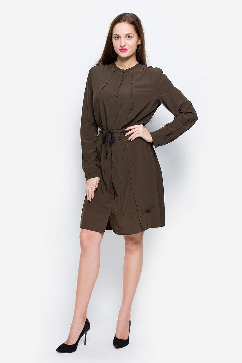 Платье Diesel, цвет: коричневый. 00SSAU-0BAMU/5GI. Размер L (50)00SSAU-0BAMU/5GIСтильное платье выполнено из высококачественной вискозы. Модель А-силуэта с круглым вырезом горловины и длинными рукавами застегивается спереди на металлические пуговицы, скрытые планкой. На талии платье дополнено утягивающим шнурком.