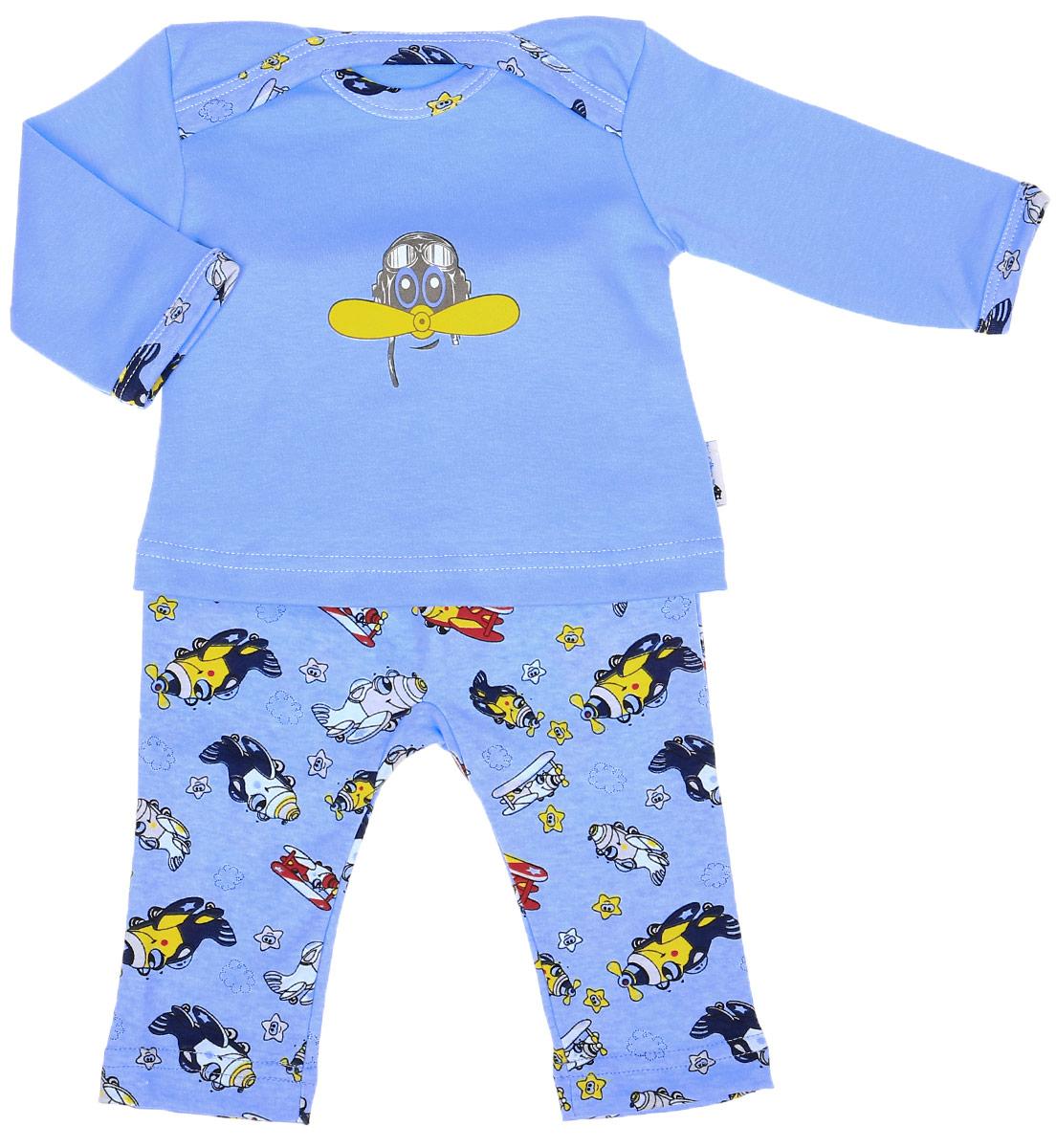 Комплект для мальчика Клякса Самолет: футболка с длинным рукавом, штанишки, цвет: голубой. 37К-2366. Размер 5637К-2366Комплект для мальчика Клякса Самолет, изготовленный из натурального хлопка, состоит из футболки с длинным рукавом и штанишек. Футболка с круглым вырезом горловины и длинными рукавами имеет удобные запахи на плечах. Штанишки с завышенной линией талии имеют мягкий эластичный пояс. Комплект оформлен принтом.