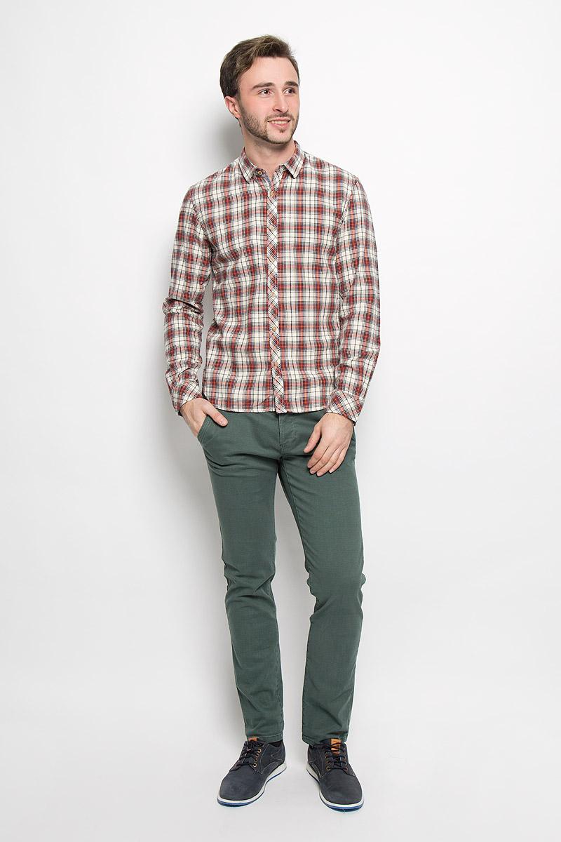 Рубашка мужская Tom Tailor Denim, цвет: молочный, черный, красный. 2032524.62.12_8452. Размер M (48)2032524.62.12_8452Мужская рубашка Tom Tailor Denim выполнена из натурального хлопка. Модель приталенного кроя с длинными рукавами и отложным воротником застегивается на пуговицы по всей длине. Рубашка оформлена оригинальным принтом. Манжеты рукавов оснащены застежками-пуговицами.