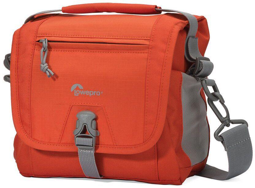 Lowepro Nova Sport 7L AW, Orange сумка для фотокамерыLP36613-PRUПродуманный дизайн сумок со съемным отделением для фотооборудования позволяет эффективно моделировать внутреннее пространство, обеспечивая плотное прилегание камеры и объективов, тем самым надежно предохраняя технику от механических повреждений. Дополнительные кармашки для карт памяти и внешние карманы для других мелких вещей позволяют удобно размещать необходимые аксессуары. Быстрый доступ к камере осуществляется через верхнюю крышку. Эргономичный плечевой ремень, несоскальзывающий с плеча обеспечивает комфорт при транспортировке и при съемке.Сумки серии Lowepro Nova Sport AW надежно защищены от неблагоприятных погодных условий: водоотталкивающий прочный внешний материал предохраняет чувствительную фототехнику от пыли и влаги, а вшитый всепогодный чехол AW (All Weather Cover™) защитит оборудование даже под проливным дождем.