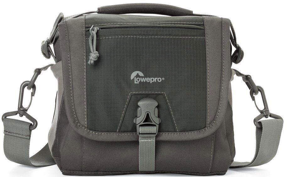 Lowepro Nova Sport 7L AW, Grey сумка для фотокамерыLP36612-PRUПродуманный дизайн сумок со съемным отделением для фотооборудования позволяет эффективно моделировать внутреннее пространство, обеспечивая плотное прилегание камеры и объективов, тем самым надежно предохраняя технику от механических повреждений. Дополнительные кармашки для карт памяти и внешние карманы для других мелких вещей позволяют удобно размещать необходимые аксессуары. Быстрый доступ к камере осуществляется через верхнюю крышку. Эргономичный плечевой ремень, несоскальзывающий с плеча обеспечивает комфорт при транспортировке и при съемке.Сумки серии Lowepro Nova Sport AW надежно защищены от неблагоприятных погодных условий: водоотталкивающий прочный внешний материал предохраняет чувствительную фототехнику от пыли и влаги, а вшитый всепогодный чехол AW (All Weather Cover™) защитит оборудование даже под проливным дождем.