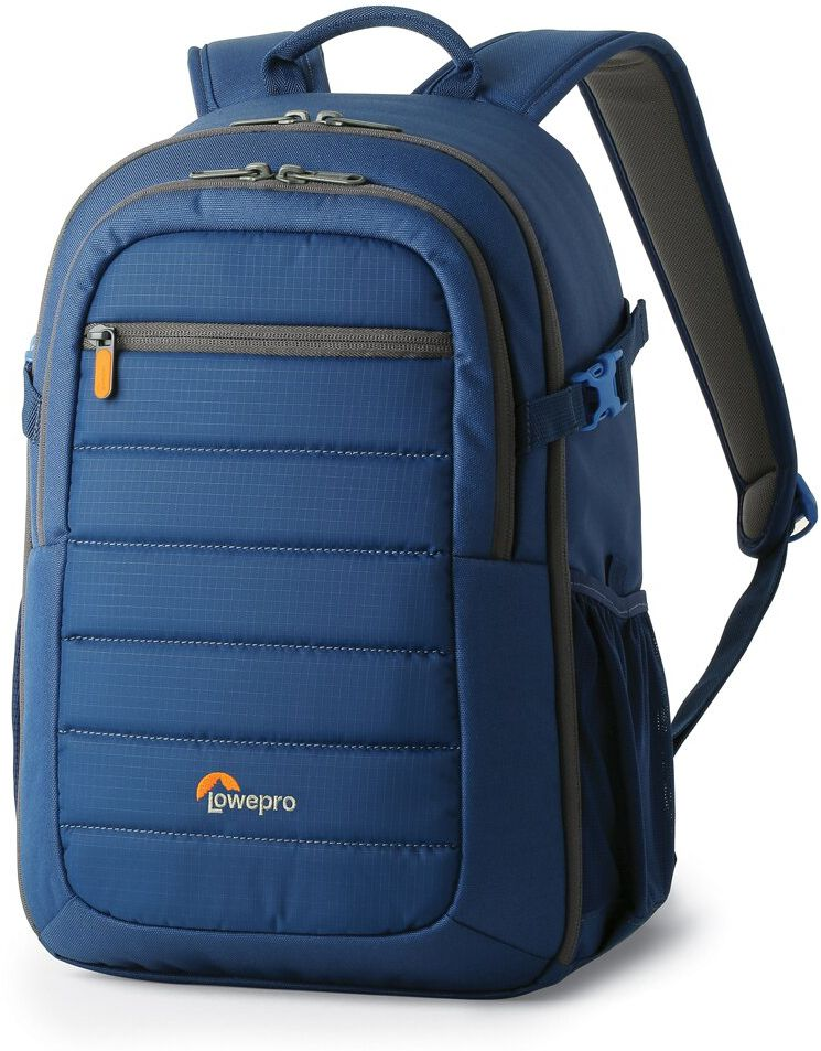 Lowepro Tahoe BP 150, Galaxy Blue рюкзак для фотоаппаратаLP36893-PRUЛегкий компактный рюкзак Lowepro Tahoe BP 150ориентирован на фотографов, которым нужен рюкзак для кратковременных небольших фото путешествий и прогулок. Водоотталкивающий и стойкий к потертостям внешний материал защищает технику от непогоды и повреждения при трении во время ежедневного использования рюкзака.Дизайн имеет оптимально организованное внутреннее пространство главного отделения, предусматривающее надежную защиту содержимого. Вместительный передний карман позволяет разместить аксессуары, а также вмещает 10 планшет. Карман имеет уплотненные нижние стенки благодаря специальной системе защиты CradleFit, предохраняющей планшет при движении или при опускании рюкзака на пол.Съемные передвижные перегородки дают большой выбор вариантов комбинированногоразмещения техники и личных вещей в главном отделении. При этом особая конструкция перегородокUltraFlex позволяет использовать часть пространства под личные вещи или разместить полный комплект техники в зависимости от конкретной ситуации и потребности фотографа.