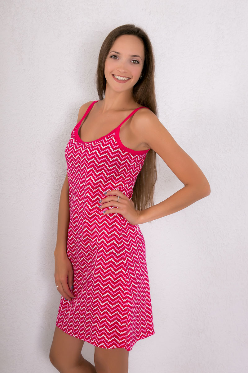 Платье домашнее Violett, цвет: малиновый. 7117110308. Размер XL (50)7117110308Платье домашнее Violett изготовлено из натурального хлопка. Модель на бретельках оформлена оригинальным принтом.