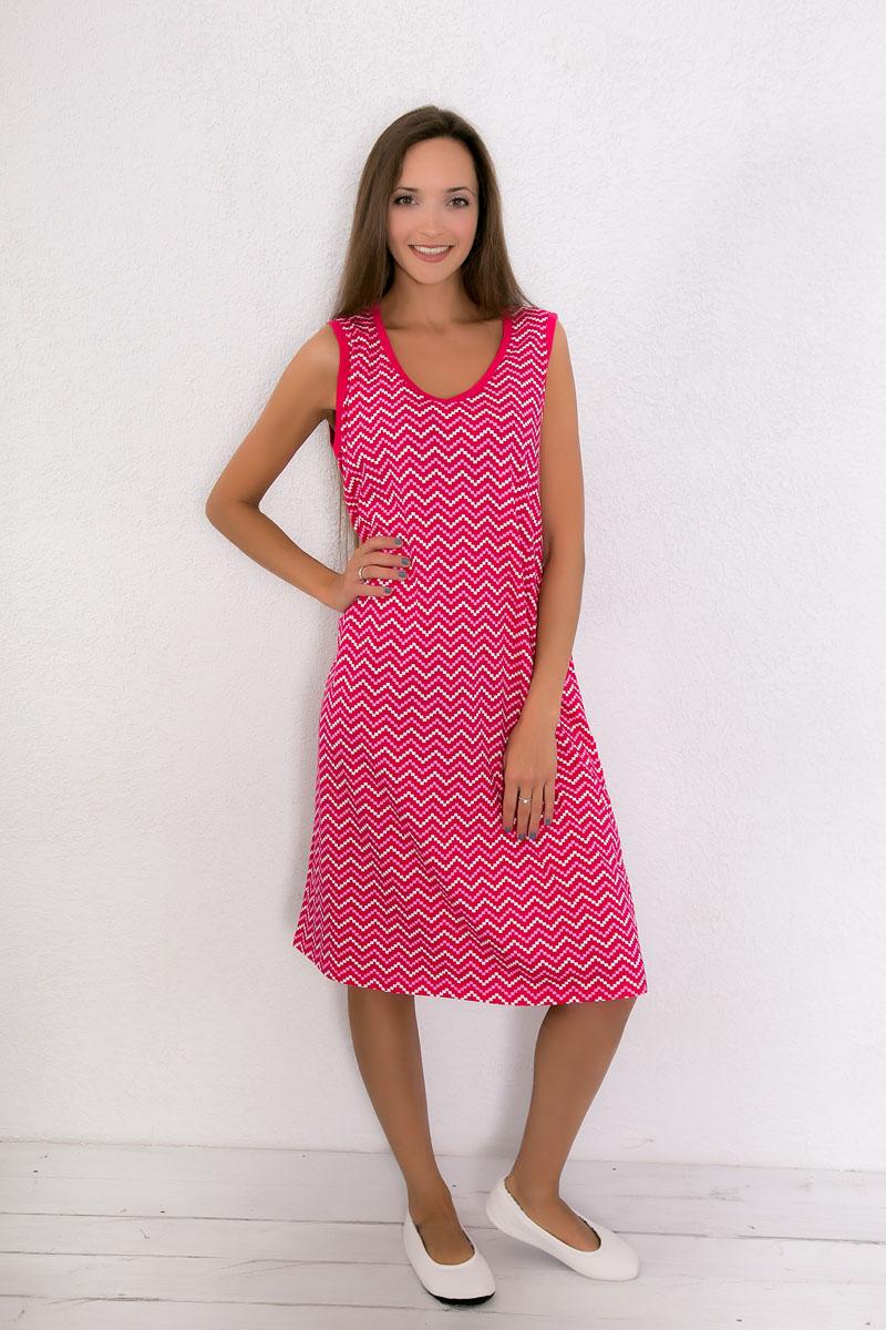 Платье домашнее Violett, цвет: малиновый, розовый, белый. 7117110601. Размер XXL (52)7117110601Домашнее платье Violett выполнено из натурального хлопка. Платье-миди с V-образным вырезом горловины и без рукавов оформлено оригинальным принтом.