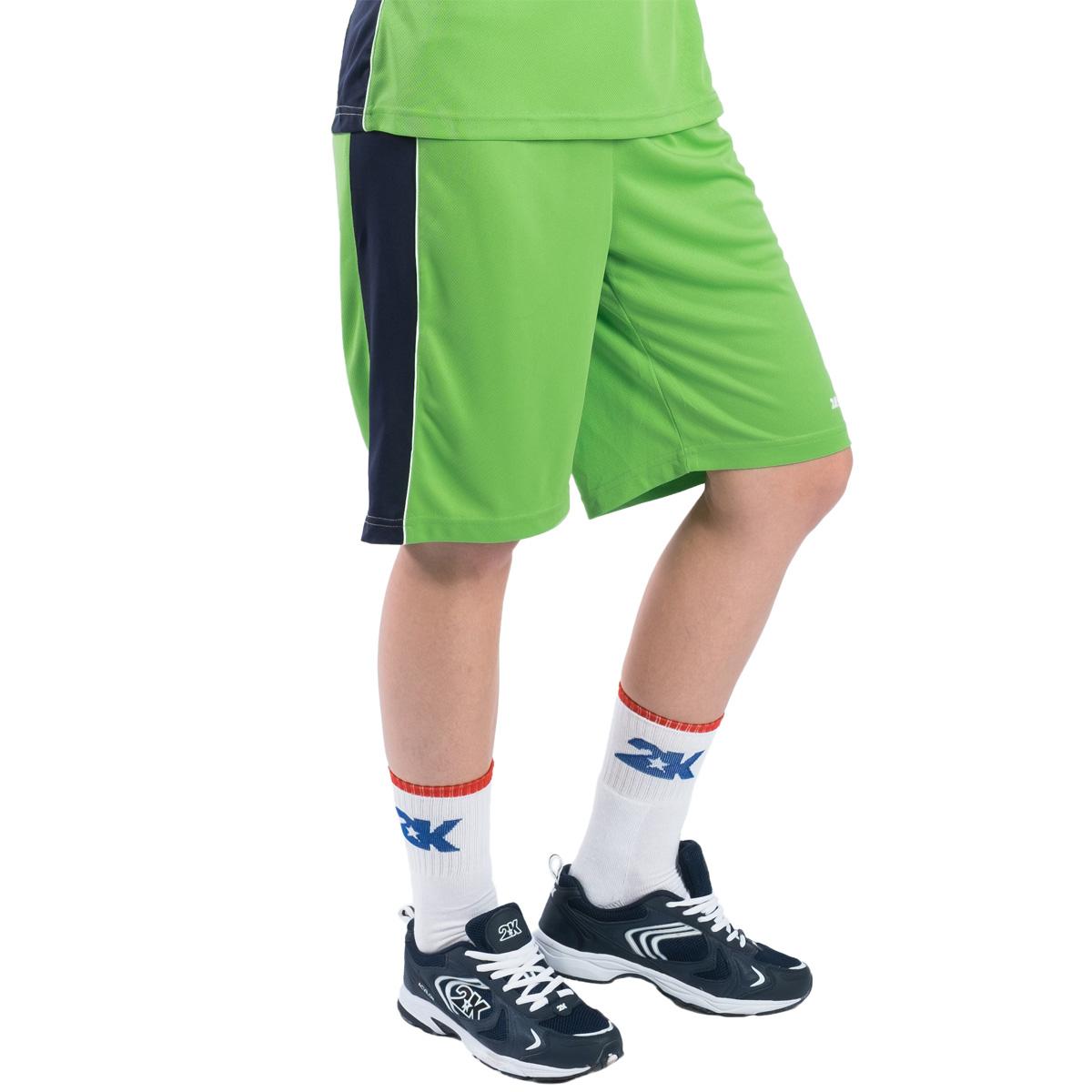 Профессиональные женские баскетбольные шорты 2K Sport Advance созданы для того, чтобы вам ничего не мешало демонстрировать великолепную игру на паркете против самых грозных соперников. Особая сетчатая структура ткани позволяет сделать шорты практически невесомыми, сохраняя при этом прочность и эластичность. Эластичный пояс с регулируемым внутренним шнурком для комфортабельной посадки. Шорты выполнены в свободном крое с кантом чуть выше колена.
